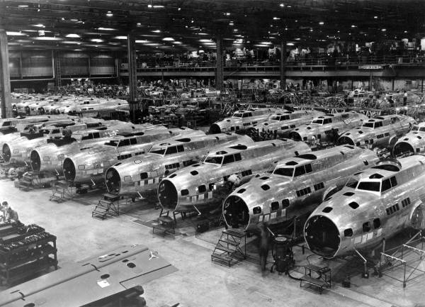 B-17Es at Boeing Plant // Wikipedia Commons [Public Domain]