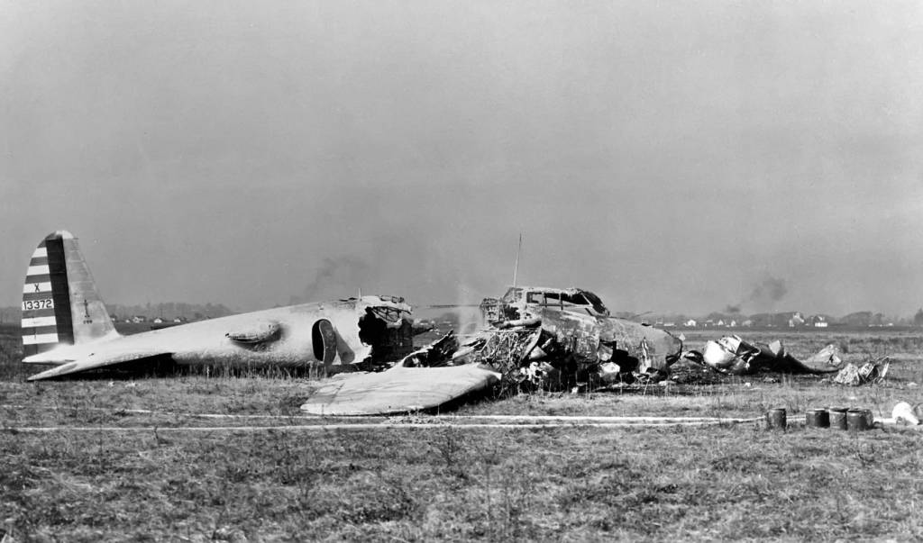 Boeing Modell 299 Crash // Wikipedia Commons [Public Domain]