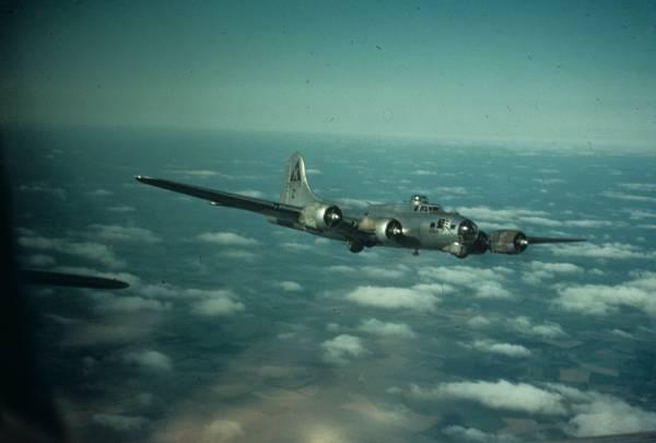 B-17G im Flug // http://www.americanairmuseum.com/media/2433 // CC-BY-NC 3.0