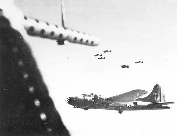 B-17 #41-24351 / Heinie Headhunters