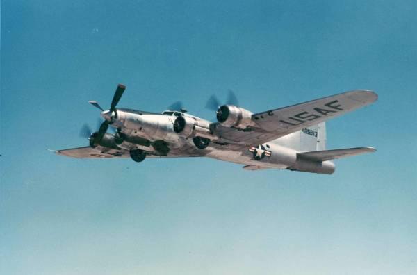 B-17 #44-85813 / Champaign Lady