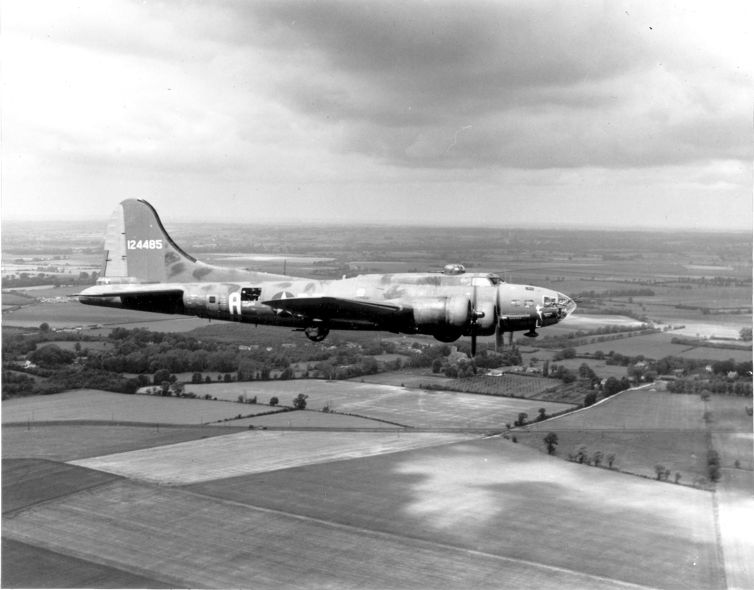 "B-17 B-17 #41-24485 ""THE MEMPHIS BELLE"""