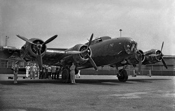 B-17 #40-3097 / The Swoose
