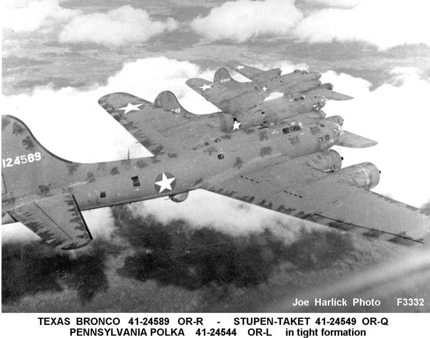 Texas Bronco (41-24589 OR-R), Stupen-Taket (41-24549 OR-Q), Pennsylvania Polka (41-24544 OR-L) in tight formation.