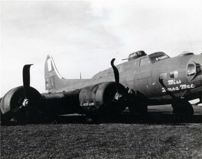 B-17 #42-30433 / Jimmy Boy aka Miss Donna Mae