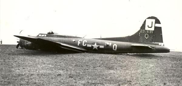 B-17 #42-31691 / Lassie &