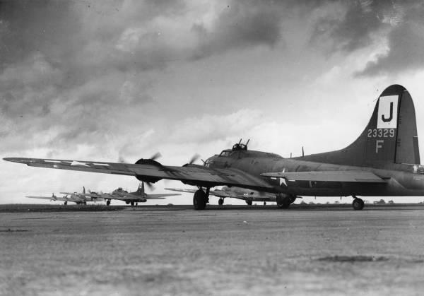 B-17 #42-3329 / Skippy