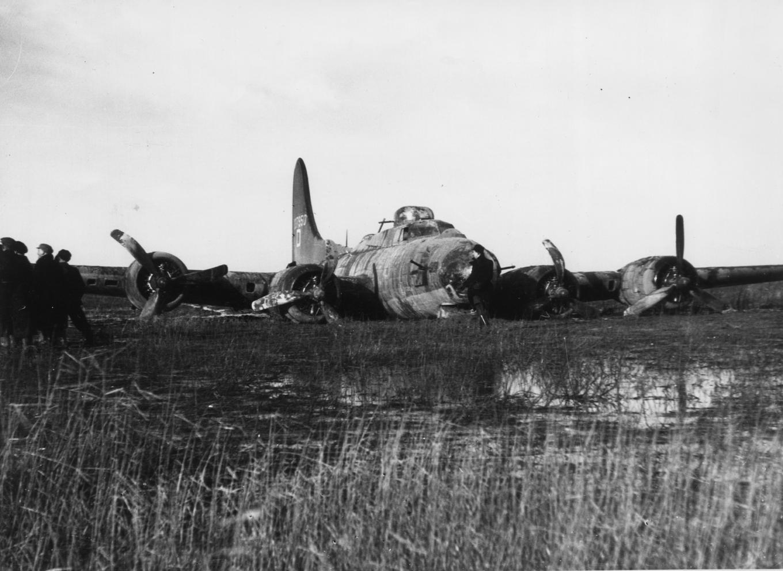 B-17 #42-37950 / Dinah Might