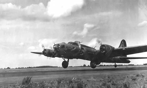 B-17 #42-5910 / Ruhtie aka Hell-Cat aka Homesick Angel