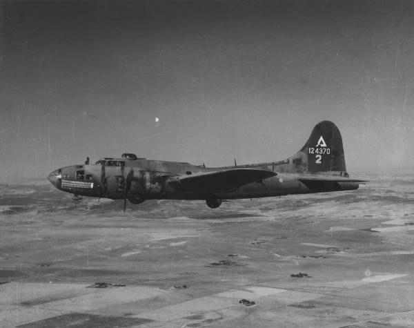B-17 #41-24370 / Pale Face aka Berlin Sleeper II