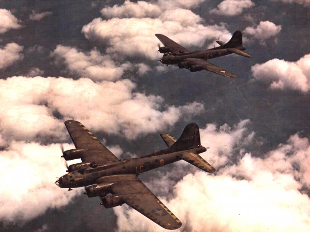B-17 #41-24453 (LG-O) & LG-P