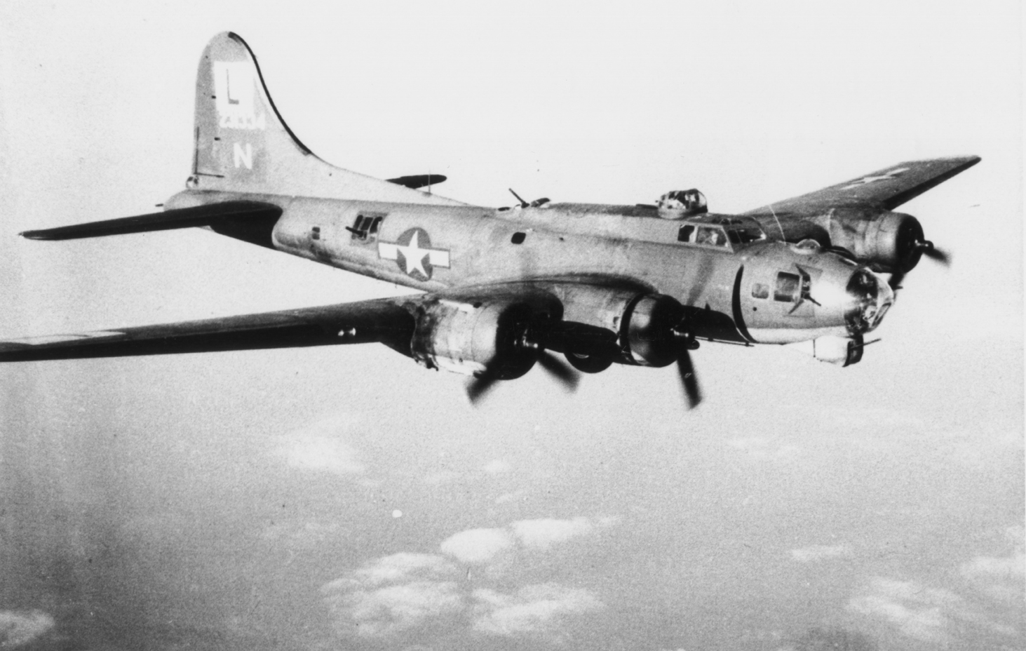 B-17 #42-31334 / Three Cads And A Lad