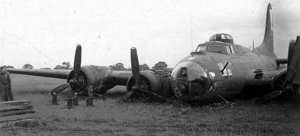 B-17 #42-3327 Tet T'Mote