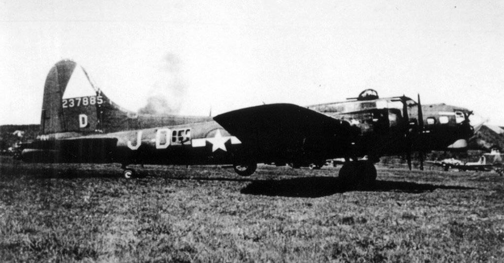 B-17 #42-37885 'Mrs. F.D.R. aka Frostie'