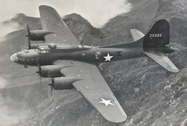 B-17 #42-5886 / The Jolly Roger