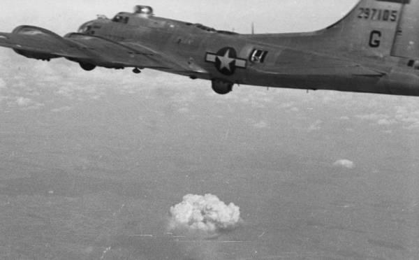B-17 #42-97105 / Paper Doll