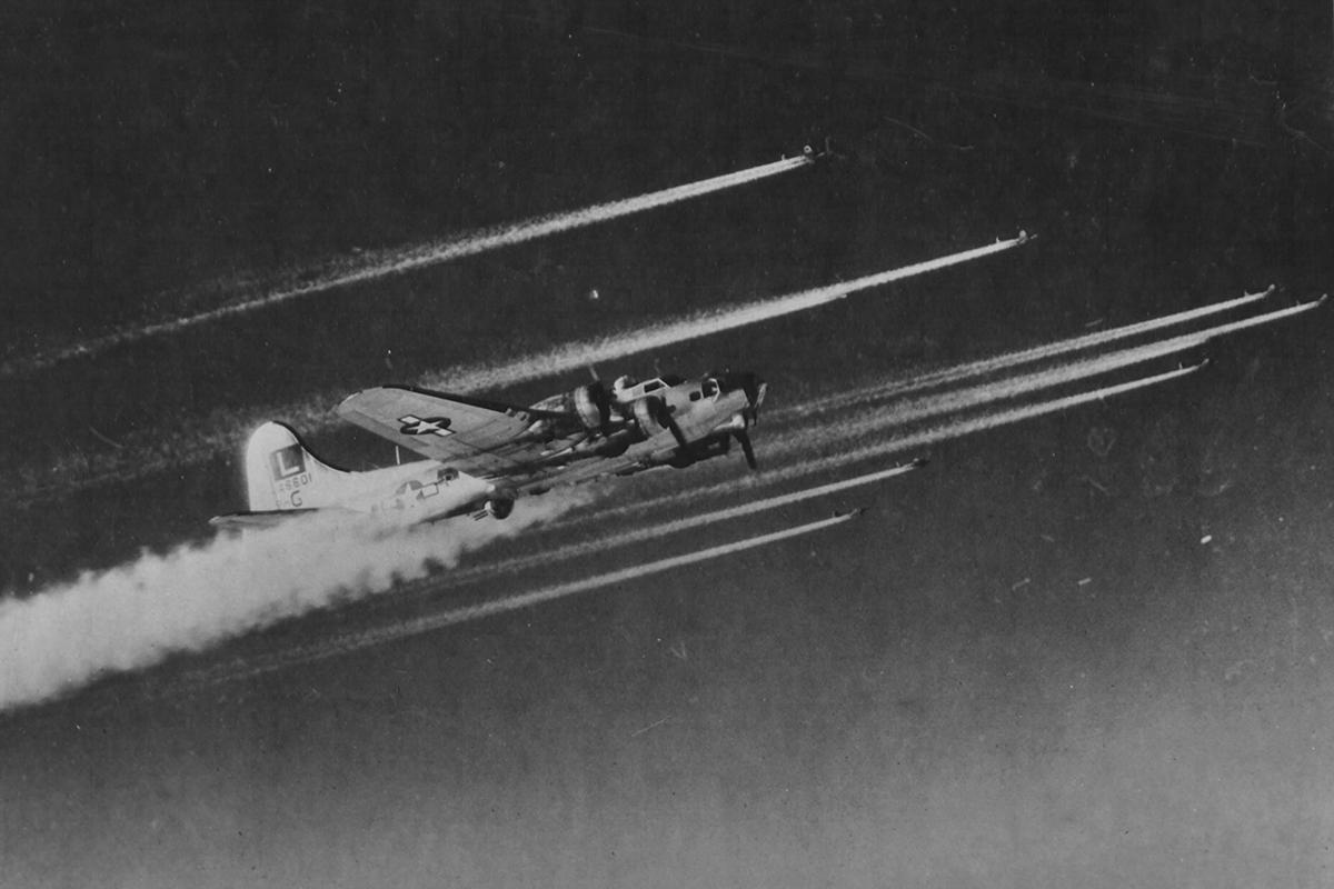 B-17 #44-6601 / Lucky Lady