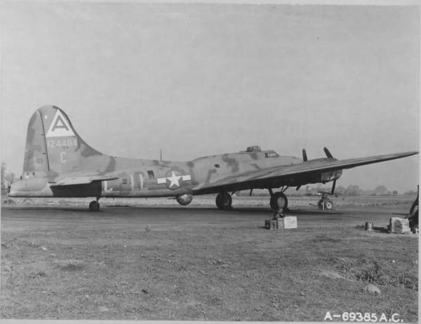 B-17 #41-24484 / The Bad Egg