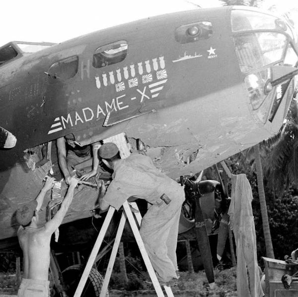 B-17 #41-2525 / Madame X