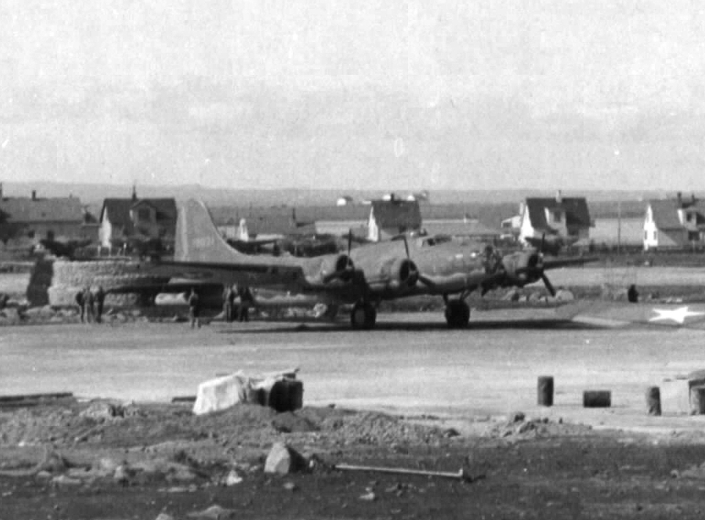 B-17 #41-9021 / The Big Bitch aka Hangar Queen