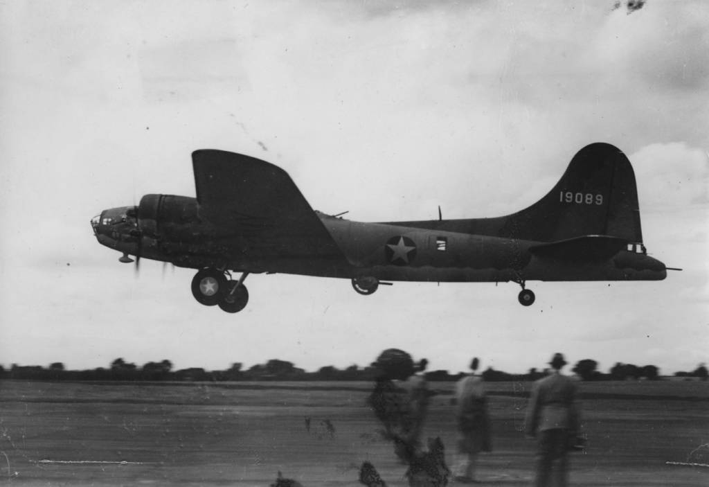 B-17 #41-9089 / Johnny Reb