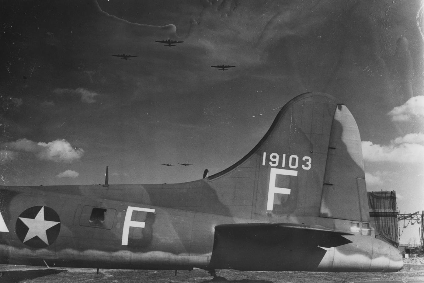 B-17 #41-9103 / Dixie Demo