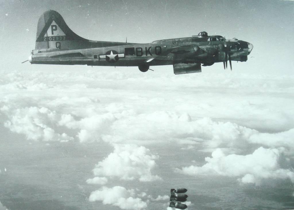 B-17 #42-102933 / Gremlins Hotel aka Queenie