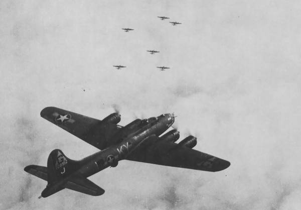 B-17 #42-29952 / Sizzle