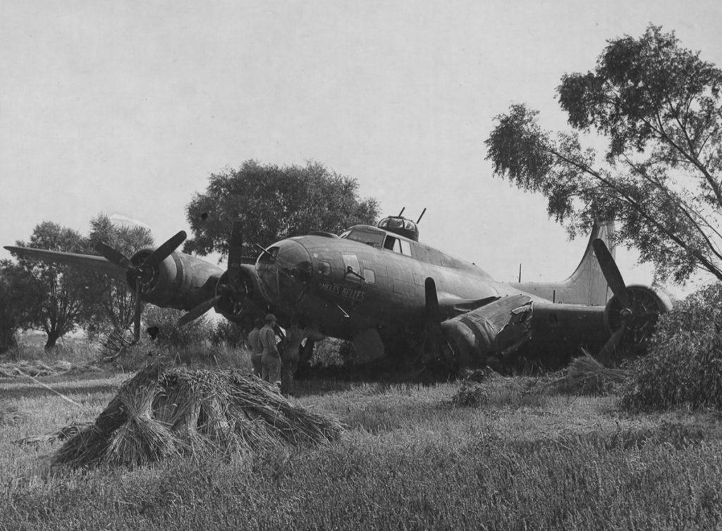 B-17F #42-30157 / Dirty Gertie aka Hell's Belles