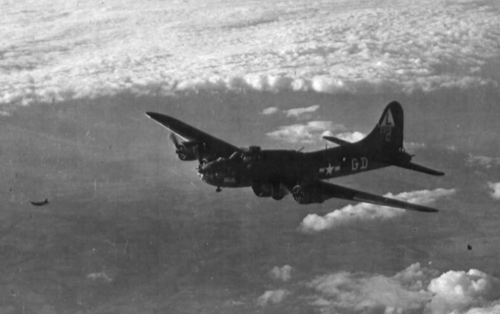 B-17 #42-3118 / Daisy June aka Shack Rabbit aka The Green Hornet