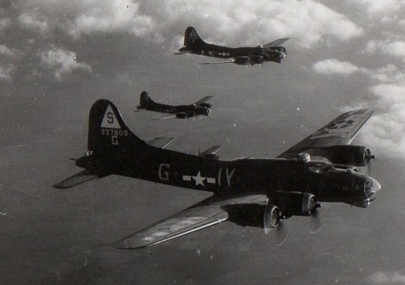 B-17 #42-37809 / Carolina Queen