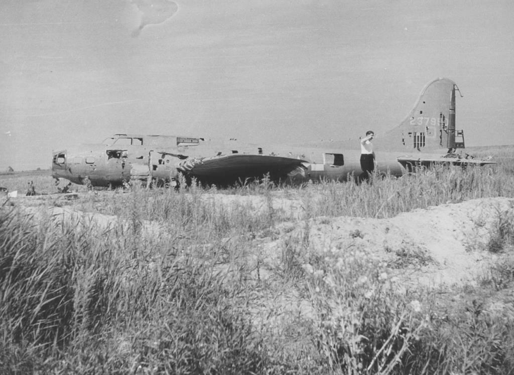 B-17 #42-37950 Dinah Might