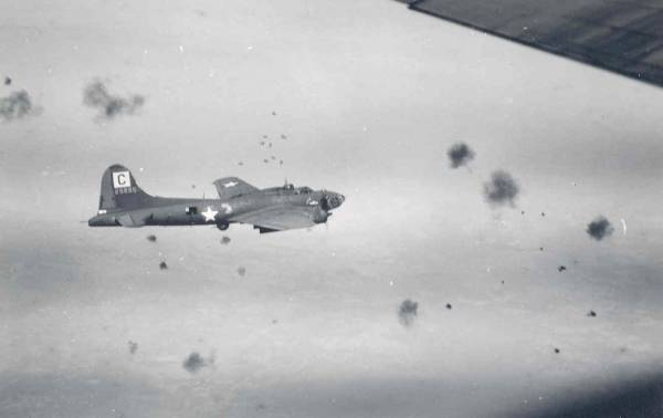 B-17 #42-5885 / Kipling's Error III