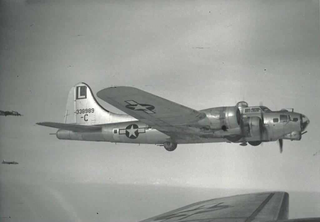 B-17 #43-38989
