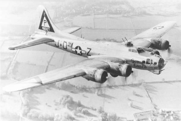 B-17 #44-8007 / Screaming Eagle