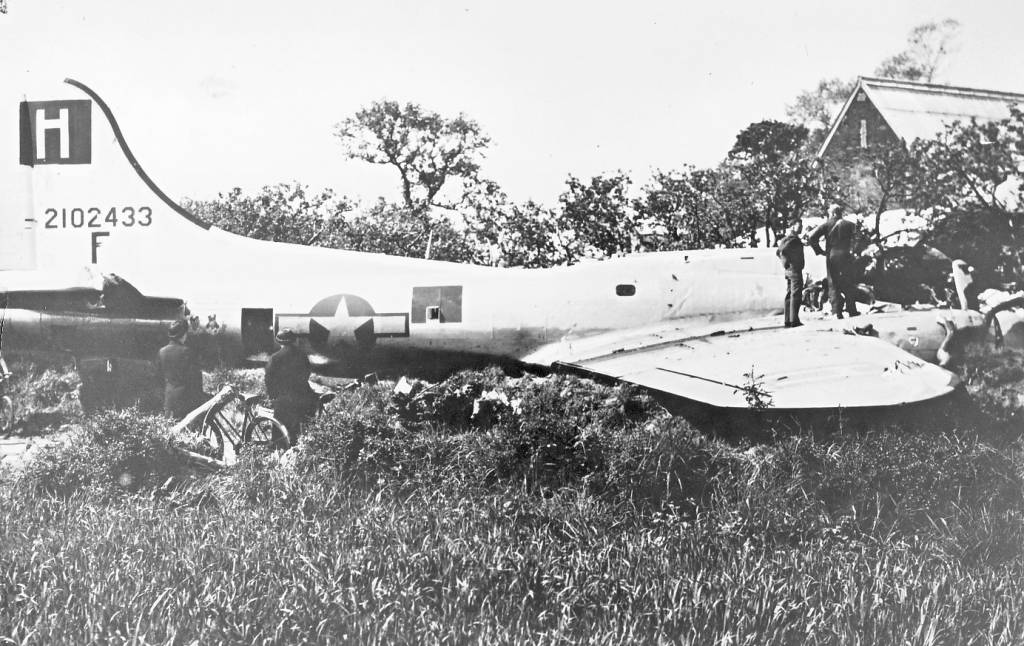 B-17 #42-102433 / Headache for Hitler