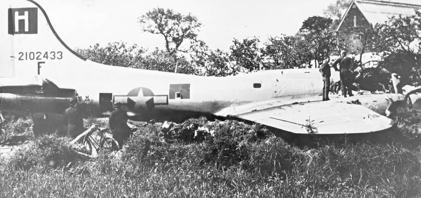 Boeing B-17 #42-102433 / Headache for Hitler