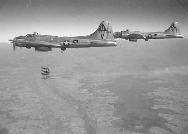 B-17 #42-106998 / Paper Doll
