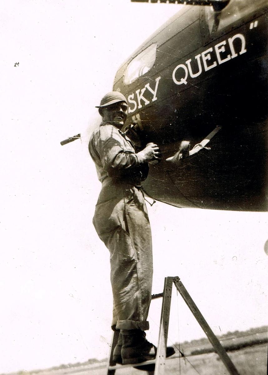 B-17 #42-30032 / Sky Queen