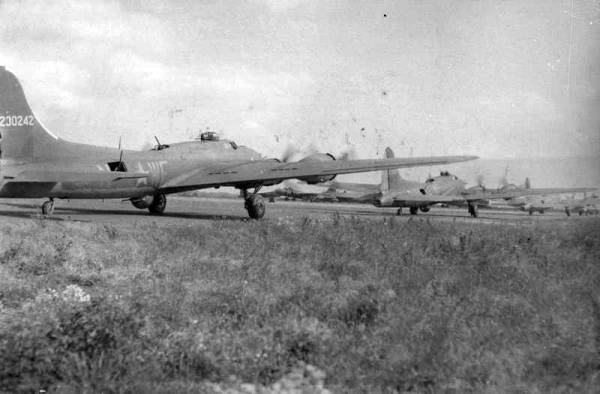 B-17 #42-30242 / Lallah-V III aka Pappy's Hellions