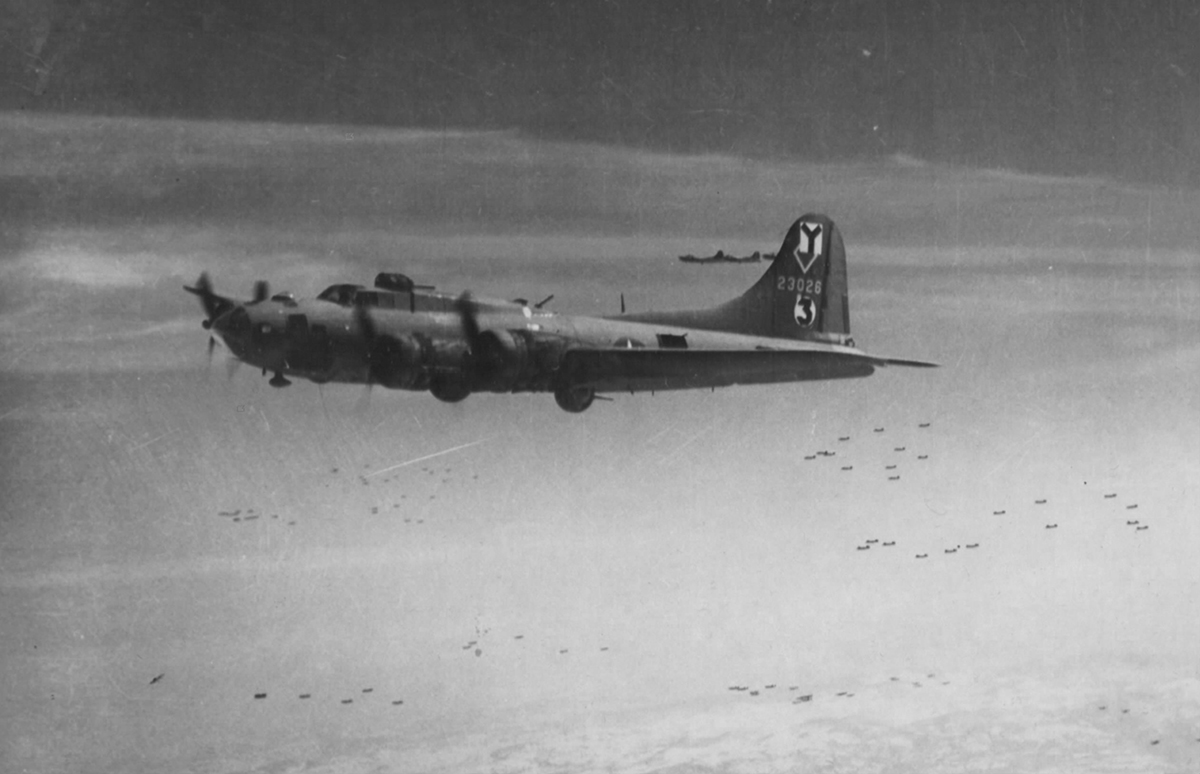 B-17 #42-3026 / Roger The Lodger