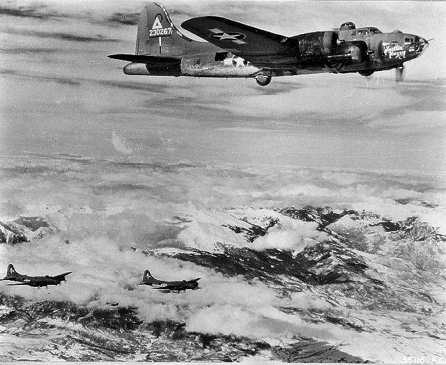 B-17 #42-30267 / Hustlin' Huzzy