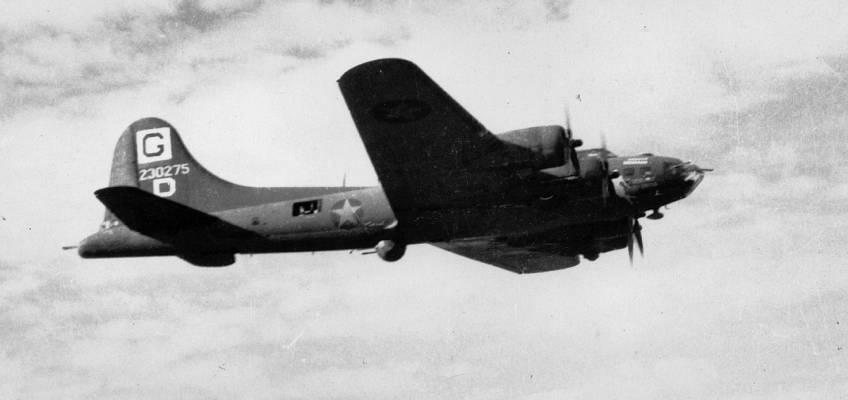 Boeing B-17 #42-30275 / Vibrant Virgin