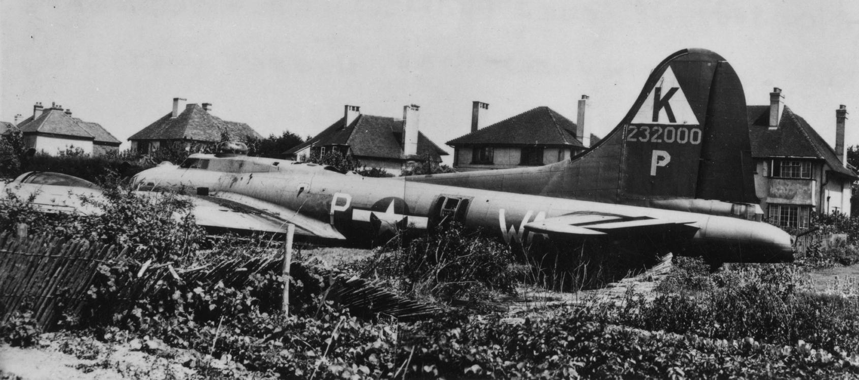 B-17 #42-32000 / Mojo Jr aka Twentieth Century