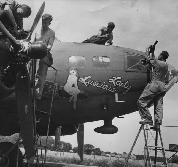 B-17 #42-5081 / Luscious Lady