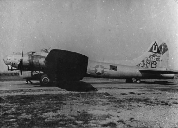 B-17 #43-37765 / The Duchess aka Donna J. II