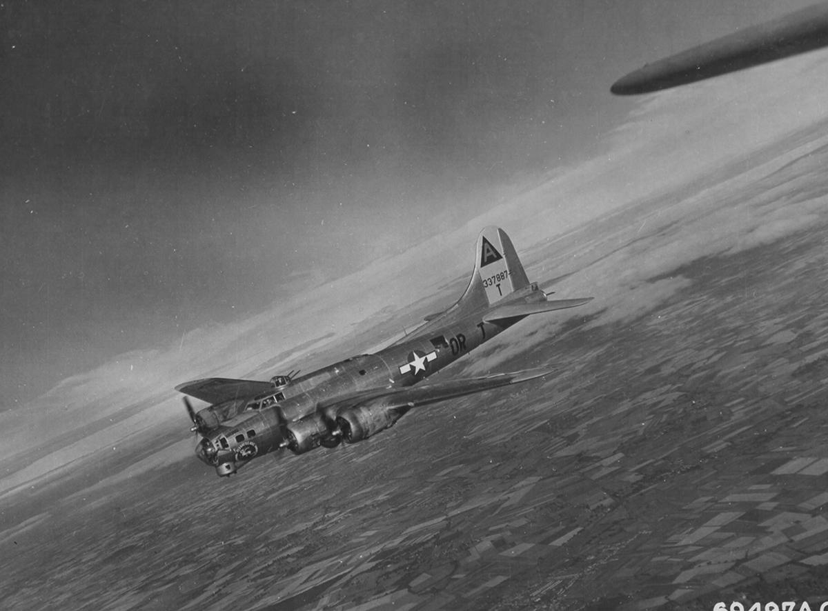 B-17 #43-37887 / Old Battle Axe