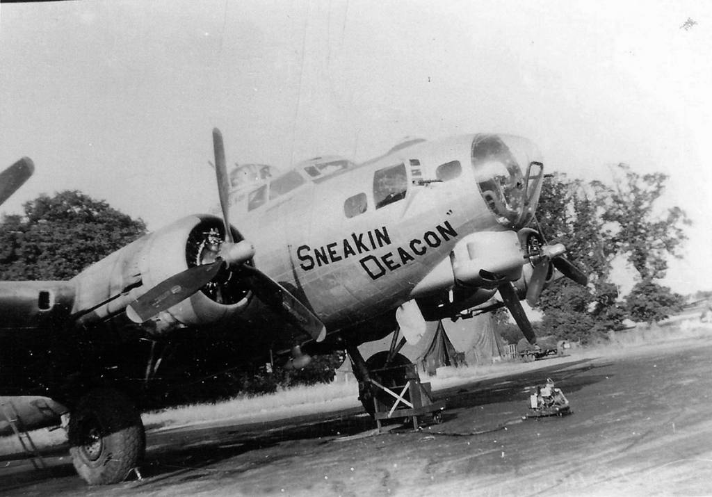 B-17 #44-6141 / Sneakin' Deacon