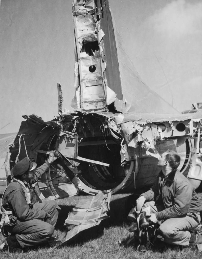 B-17 #44-8811 - Heck weg geschossen