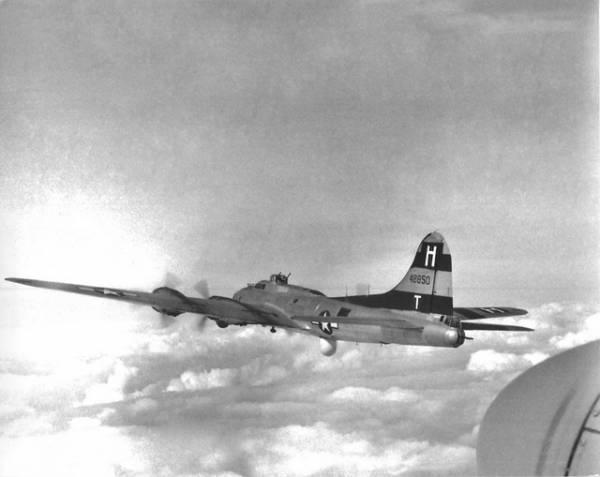B-17 #44-8850 / Humms Bumms
